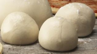 Pizza deegbollen 250 gr per stuk